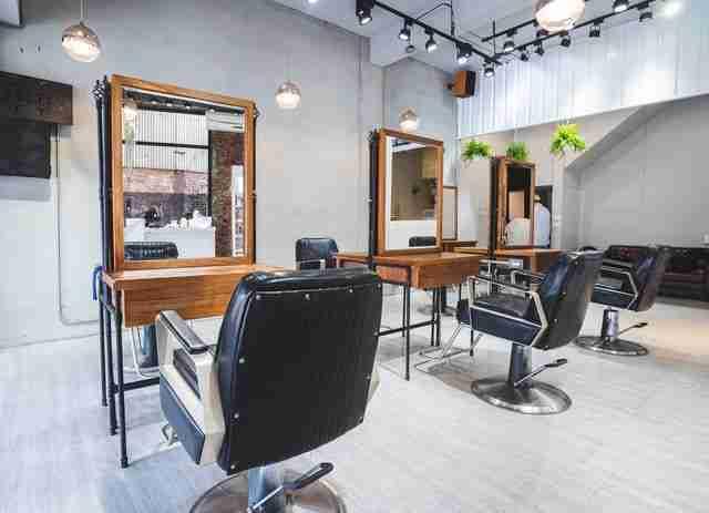 台中髮廊燙髮區